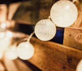Créer une ambiance chaleureuse avec des objets de décoration lumineux